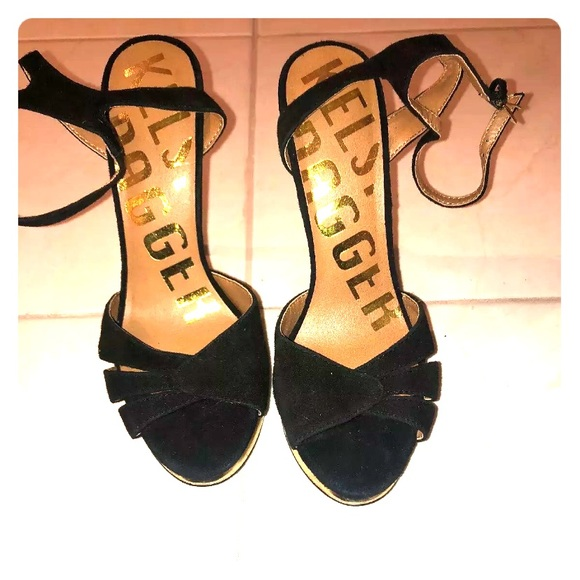 Kelsi Dagger Shoes - Kelsi Dagger Black And Gold Heel